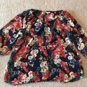 Blouse with floral design.